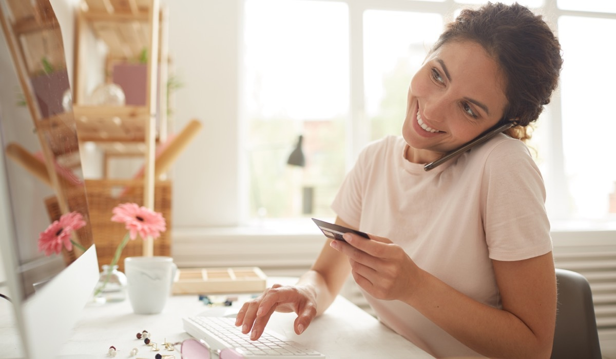 Cloud based invoicing supports online and offline payments.